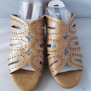 NEW Cloudwalkers Harla Women's Tan Sandals Slides